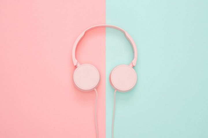 Podcasts to listen to. Image credit: Icons8